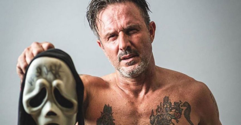 David-arquette-scream-mask-wrestling-feature-header-865x451